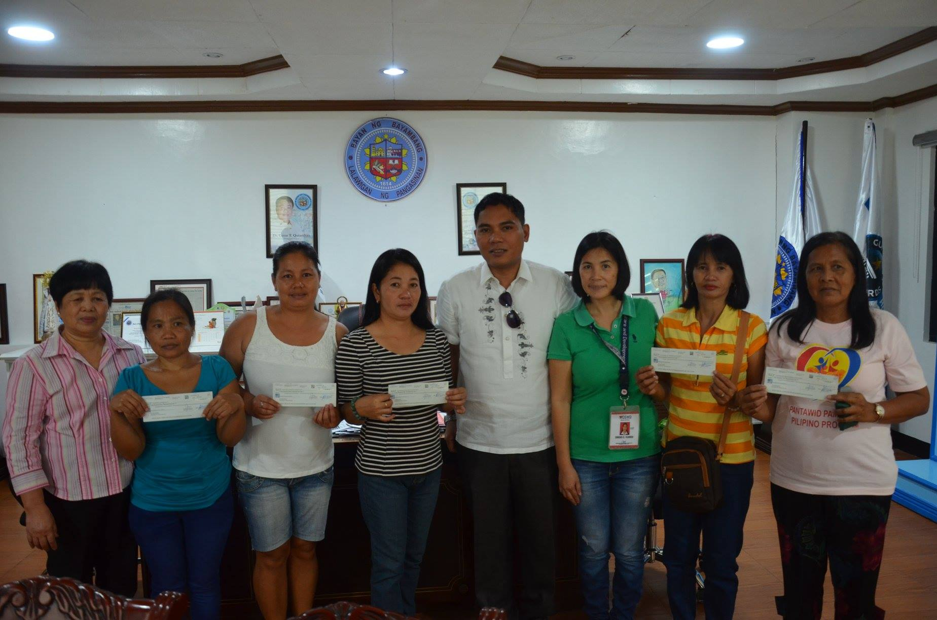 DSWD-RFO1 awards P2.06M worth of checks to 2017 SLP beneficiaries