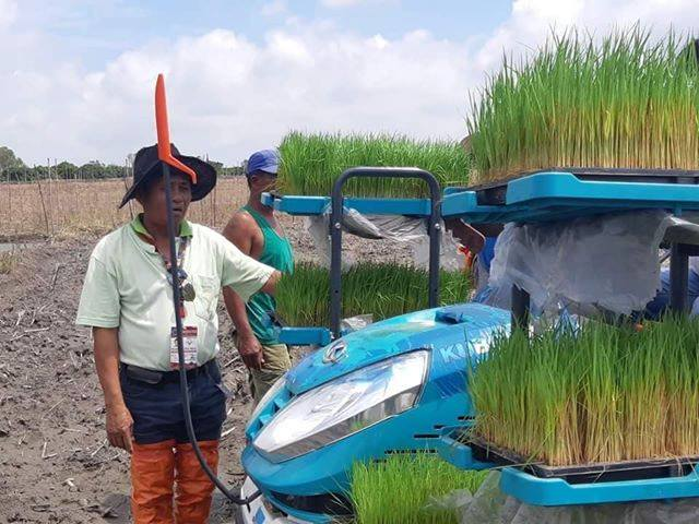Bayambang receives rice planter from DA