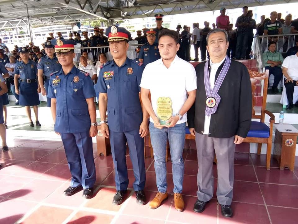 Mayor CTQ Receives Award from PNP