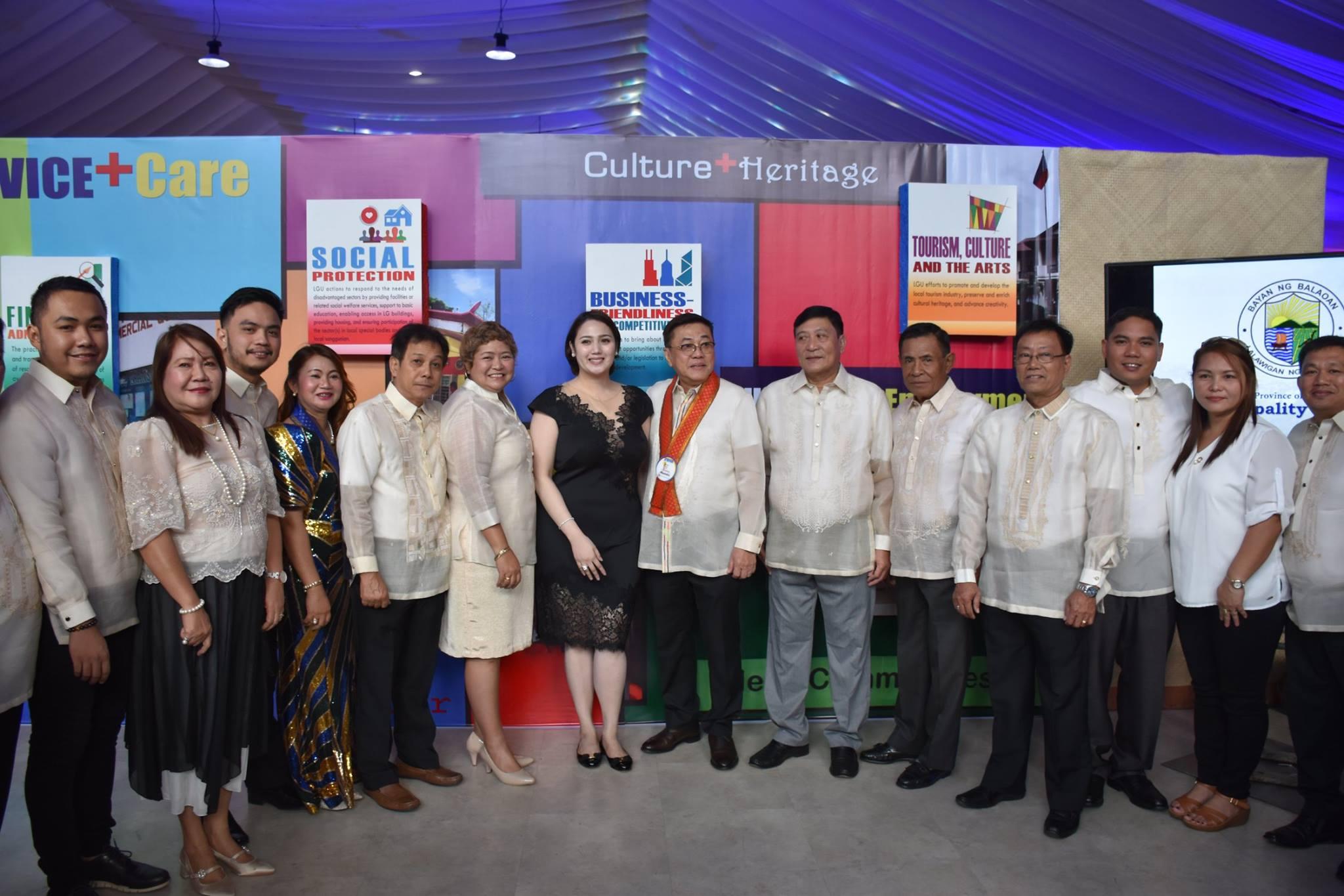 MCTQ Leads Officials in Accepting Bayambang's 4th SGLG Award