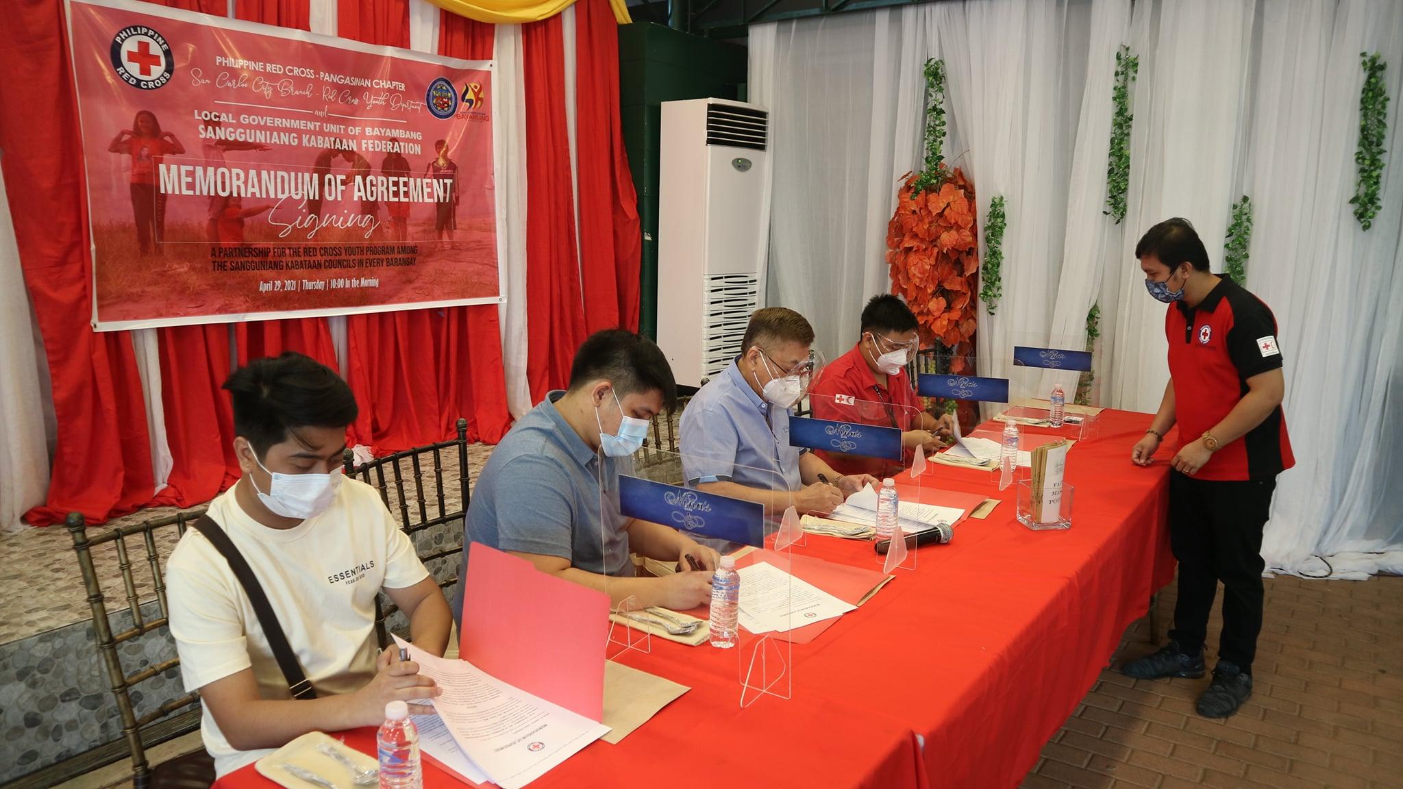 Mayor CTQ at SK Federation President, Nakipag MOA-Signing sa Red Cross