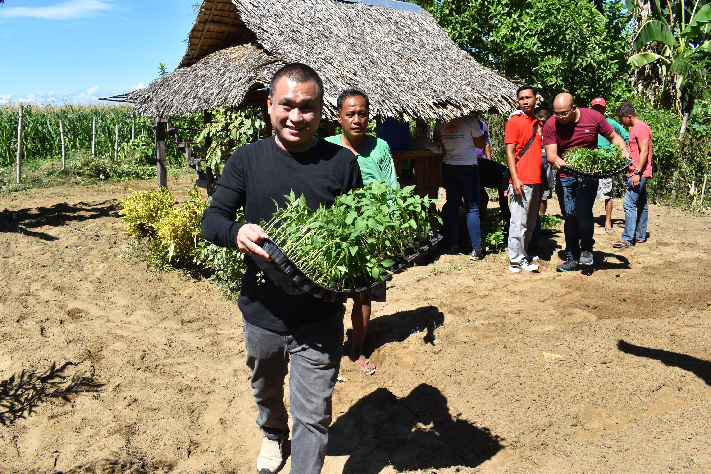 Backyard Gardens sa 77 Barangays, Pinalawak Bilang Community Gardens